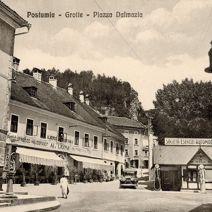 Postojna – Piazza Dalmazia, postcard sent in 1936, source: Notranjska Museum Postojna, History Department